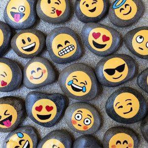 193ff89b0c533848ea686b7b53ed660a--emoji-rocks-emoji-painted-rocks